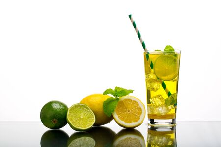 Lemonade. Drink with fresh lemons Banque d'images - 131921940