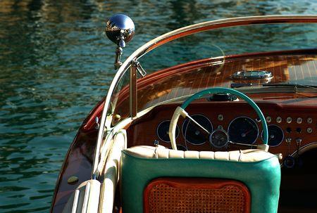 particolare: Gardone Riviera (BS), lago di Garda, Lombardia, Italia, una riunione d'epoca Riva speedboad, particolare di un motoscafo Archivio Fotografico