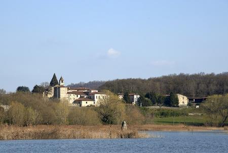 Provaglio D (Bs), Franciacorta, Lombardía, nacional reserva de turberas de Lago Iseo, con vistas a la Abadía de San Pietro in Lamosa, siglo XI Foto de archivo - 9138894