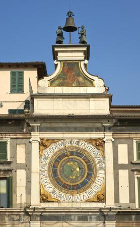 ure: Brescia, piazza della Loggia, Italy, the old mechanical clock called  I Macc de le Ure ,  1546 Stock Photo