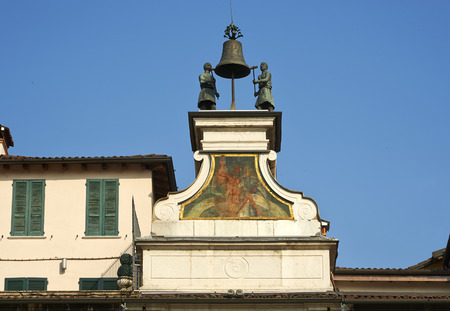 ure: Brescia, piazza della Loggia, Italy, the old mechanical clock called  I Macc de le Ure ,  1546, particulary of automata that ring the bells