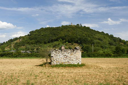 farm building: Gussago Bs, Franciacorta, Italy, the remains of a rural farm building in a field