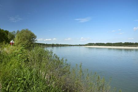 Brescello (Re), Italia, el río Po Foto de archivo - 57054045