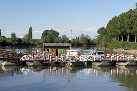 pontoon: Torre dOglio (Mn), Italy, the pontoon bridge on the River Oglio