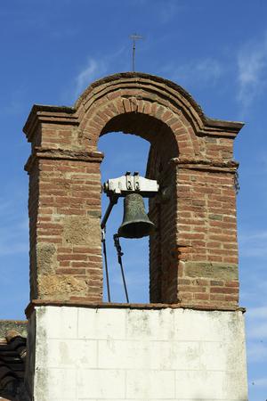 Castagneto Carducci (Li), lla campana di una chiesetta