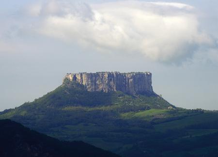 Castelnovo (Re), Italy, the Rock of Bismantova Foto de archivo - 101430902