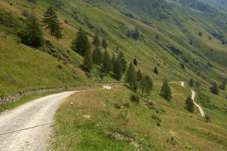 Case di Viso (Bs) Italy,Valcamonica, the path way of the Viso Valley Foto de archivo - 106360886