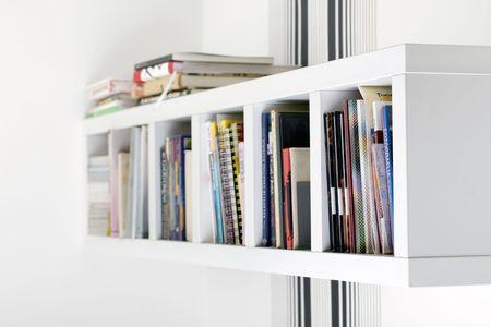 bookshelf Standard-Bild