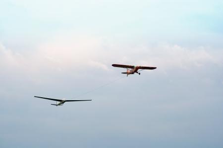 hang glider: Plane towed a glider2