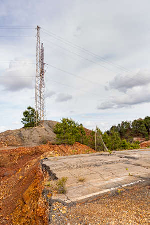 Road collapses with huge cracks. Damaged Road. Asphalt road collapsed and fallen. Erosion Stockfoto