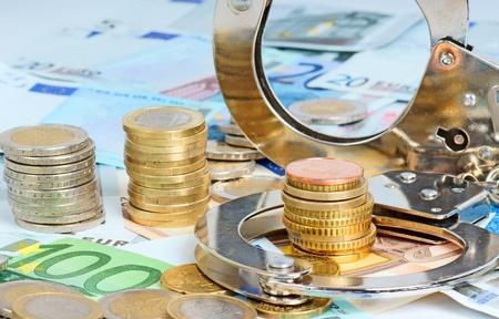 Geld en handboeien