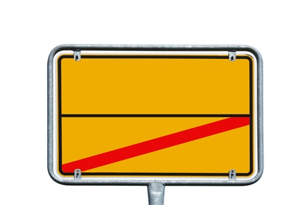 ortseingangsschild: leeres Zeichen über einem weißen Hintergrund