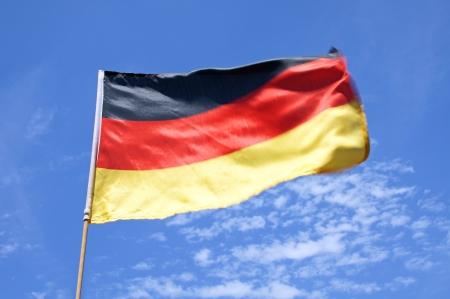 germany flag: Bandiera Germania su un cielo blu con nuvole Archivio Fotografico