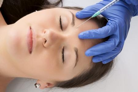 Frau bekommen eine Botox-Injektion Standard-Bild