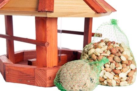 maison oiseau: Maison d'oiseau avec des graines pour oiseaux Banque d'images
