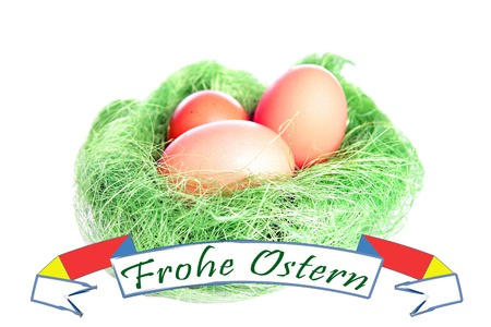 osterfest: Easter basket with eggs and banner with the german words Happy Easter