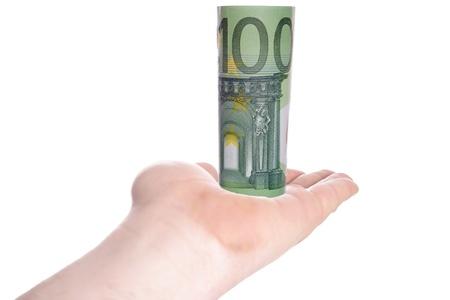 one hundred euro banknote: Mano que sostiene el billete de cien euros