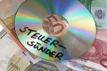 tratados: Evasores de impuestos CD con los billetes euro