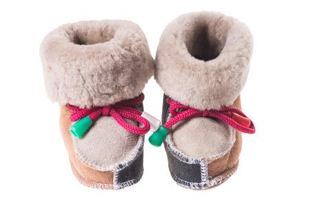 fondo para bebe: peque�os zapatos para beb�s aislados sobre un fondo blanco Foto de archivo