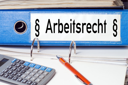 Map met de Duitse woorden Arbeidsrecht Stockfoto