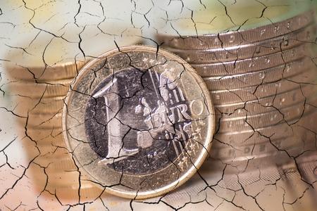 disintegration: Disintegration of euro coins