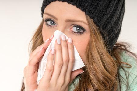 enfermos: mujer enferma con un pa�uelo Foto de archivo