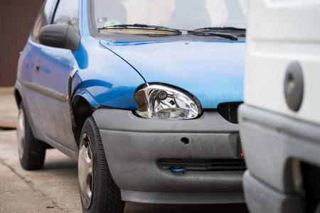 broken car: coche roto despu�s de un accidente