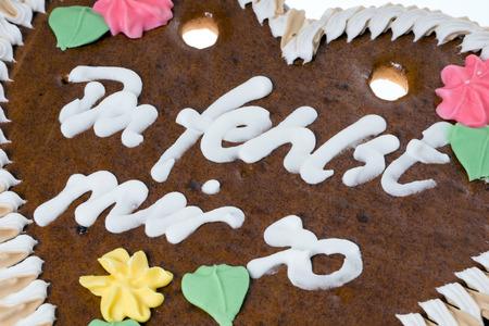 te extra�o: Coraz�n de pan de jengibre con las palabras alemanas Te extra�o Foto de archivo