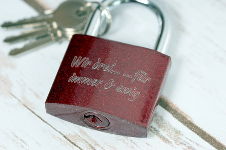 Padlock with the german words We three forever and ever
