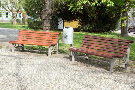 bench park: Banco de parque en un parque