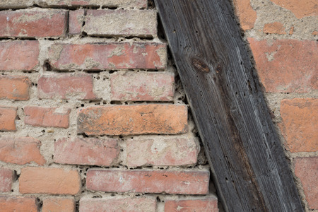 truss: Truss and bricks on a house
