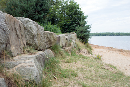 paisaje natural: Natural landscape with rocks and a lake Foto de archivo