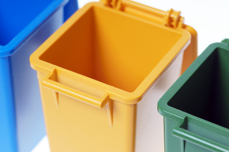 discard: Dustbins in the colors blue, yellow and green