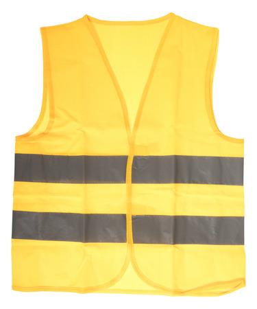 Sicherheitsweste in gelb mit reflektierenden Streifen isoliert über einem weißen Hintergrund