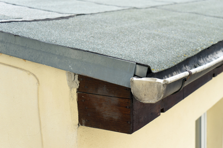 felt: covered flat roof with roofing felt
