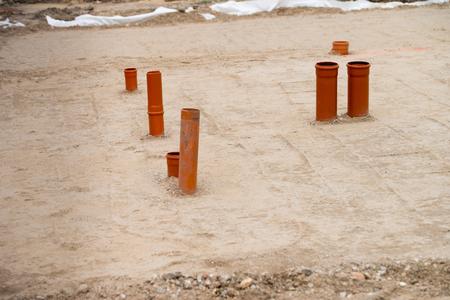 desague: Los tubos de drenaje en un sitio de construcción