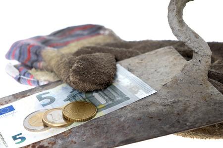 remuneraciones: Paleta de ladrillo con guantes de trabajo de ocho del euro cincuenta Foto de archivo