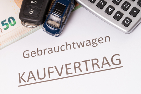 Used cars with euro money and purchase contract Standard-Bild - 101071158