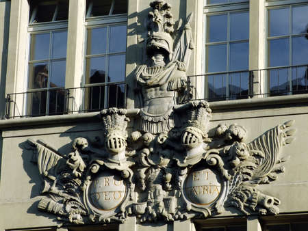 Relief on the facade of the palace in the center of the city of Bern - the capital of the Swiss Confederation 版權商用圖片 - 157571269