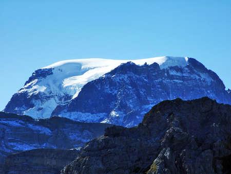 The Tödi (Todi or Toedi) - mountain massif and the highest summit in the canton of Glarus, Switzerland Archivio Fotografico