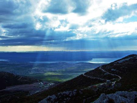 Marvelous clouds over the Adriatic from the Velebit peaks, Croatia (Cudesni oblaci nad jadranom sa velebitskih vrhova, Velebit - Hrvatska) 版權商用圖片