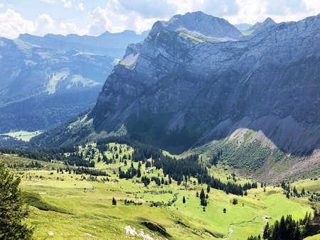 Alpine pastures and grasslands in the Oberseetal alpine valley, Nafels (Näfels or Naefels) - Canton of Glarus, Switzerland Stockfoto
