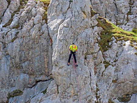Alpine climbers on the cliffs of the Pilatus mountain range in the Emmental Alps - Canton of Obwalden, Switzerland (Kanton Obwald, Schweiz) Stockfoto