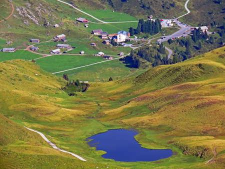 Tourist and livestock alpine settlement Engstlen at the upper Gental Valley and in the Uri Alps mountain massif, Innertkirchen - Canton of Bern, Switzerland (Kanton Bern, Schweiz) 免版税图像