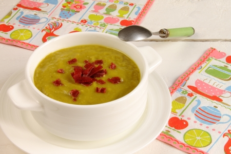 Spinach and peas soup