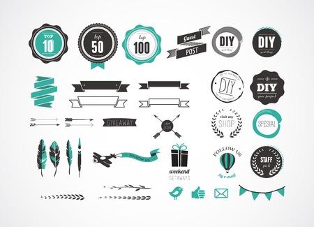 Set di badge retrò vintage, piume, elementi ed etichette blog, icone e nastri Archivio Fotografico - 24963234
