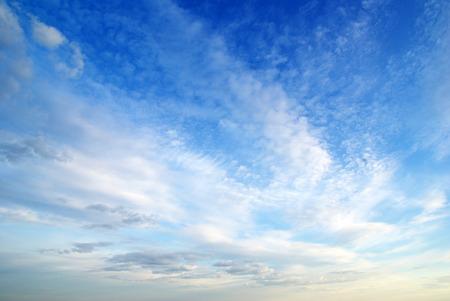 푸른 하늘에 구름 스톡 콘텐츠 - 40752049