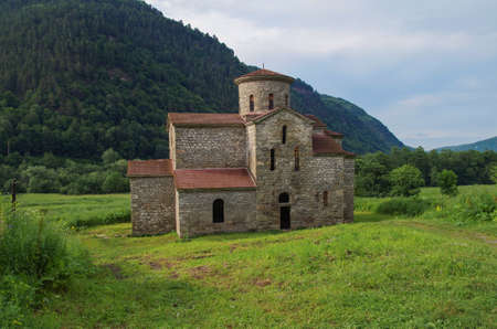 Central Zelenchuksky Church. Alanian church. It is oldest church in Nizhnearkhyzskoe gorodishche. Archaeological preserve. Object of Cultural Heritage of the Peoples of Russian. Karachay – Cherkessia Banque d'images