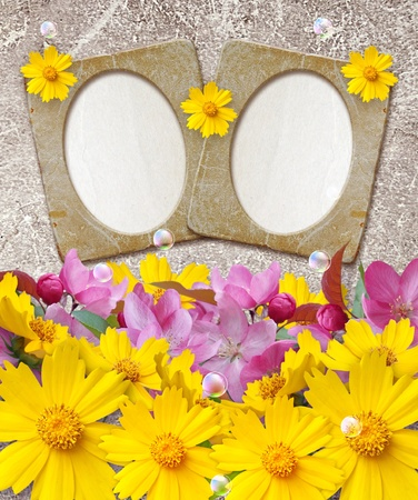 Old grunge photo frame with daisy and paper for letter   photo