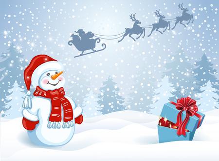 Tarjeta de Navidad con caja de regalo y divertido Muñeco de nieve en la tapa de Santa contra el bosque de invierno y Santa Claus en trineo con el equipo de renos volando en el cielo. Postal de diseño de año nuevo.
